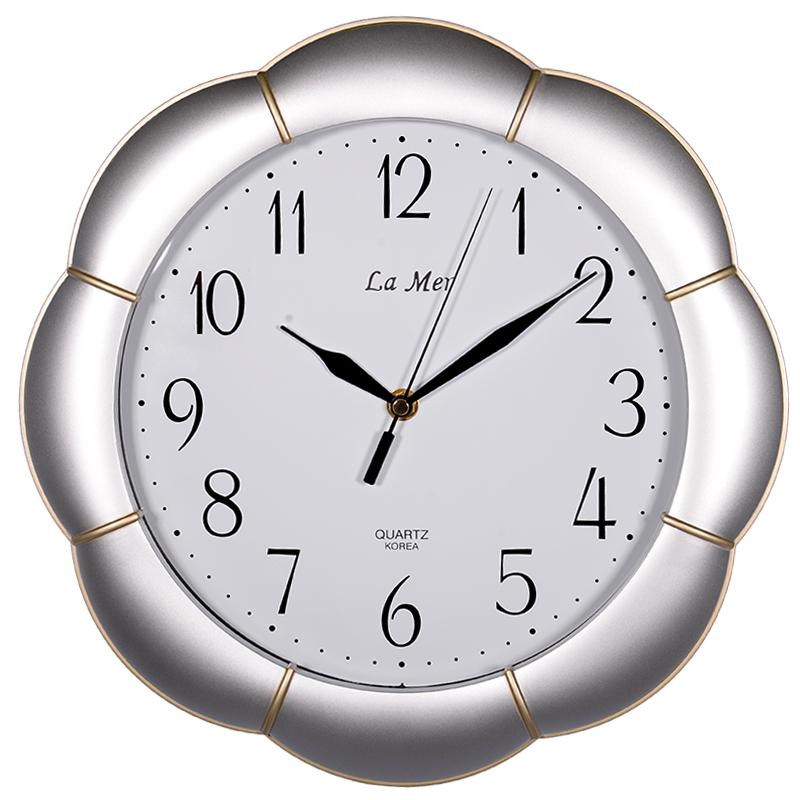 Часы для гостиной должны быть серьезными?